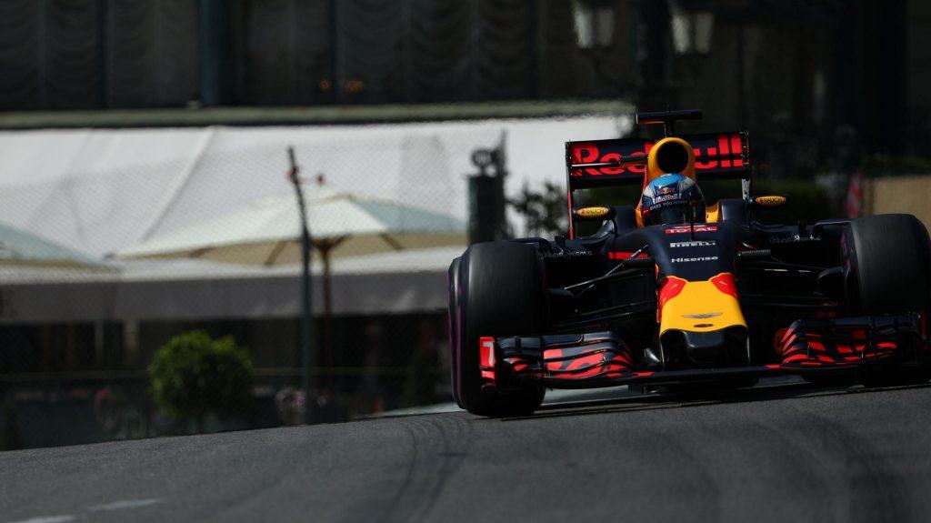 F1, GP Monaco: standing ovation per Ricciardo, pole capolavoro