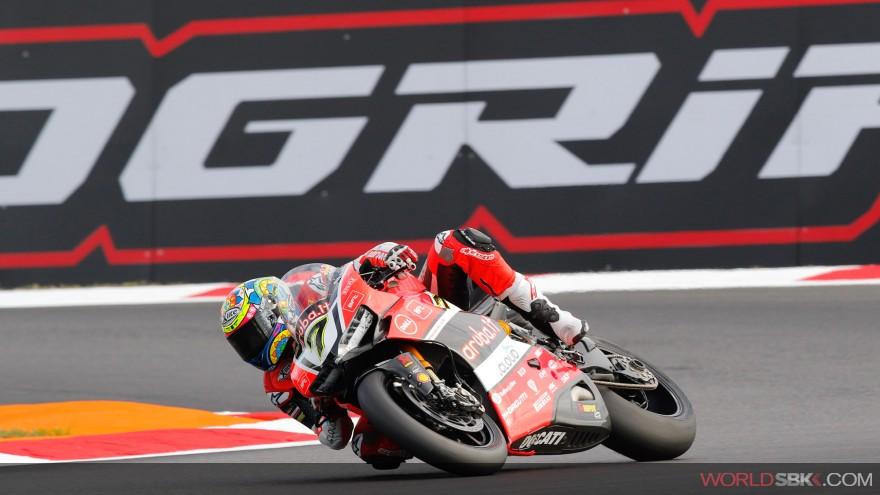 SBK Magny Cours – Gara 1 : Davies rischia e vince, Savadori 5°