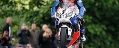 TT 2013: McGuinness vince la SeniorTT interrotta per un grave incidente