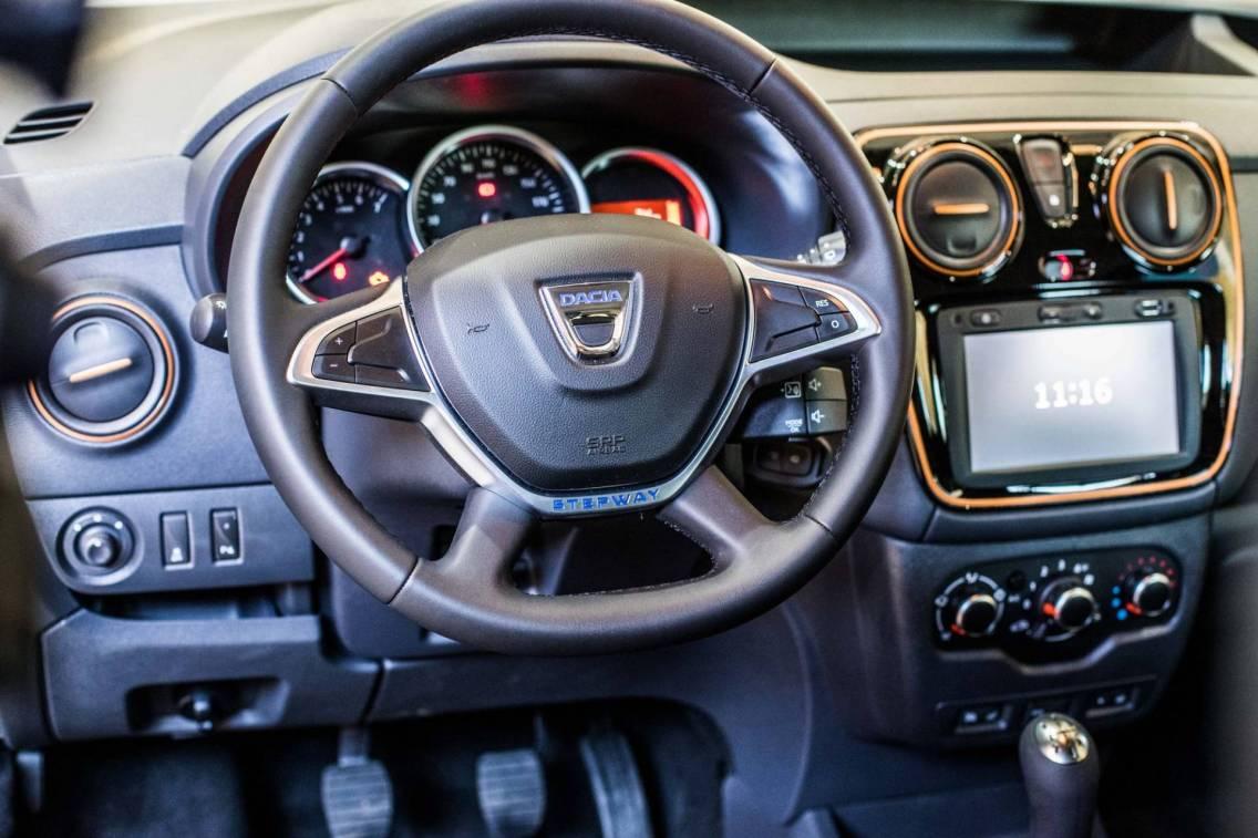 Dacia presentata la nuova serie speciale trasversale for Dacia duster 2017 interni
